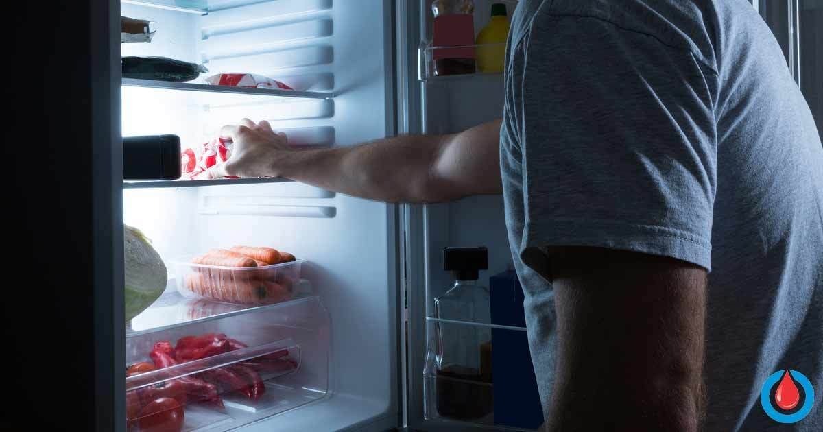 This Is Why People with Diabetes Need to Avoid Late-Night Snacks